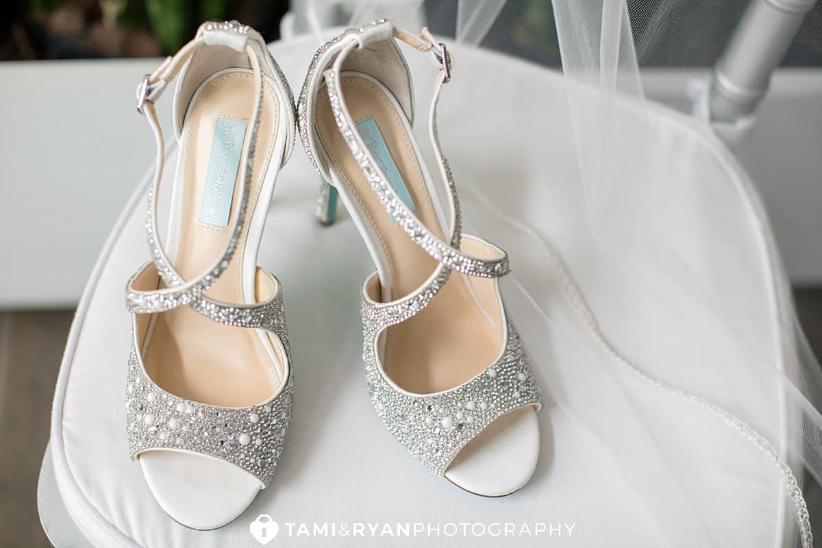 betsy johnson bride shoes